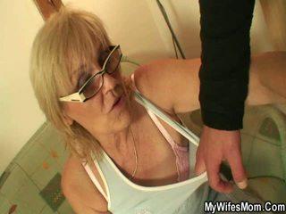Labai senas grannys getting pakliuvom apie video