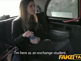 Faketaxi olśniewające brunetka marki taxi sextape
