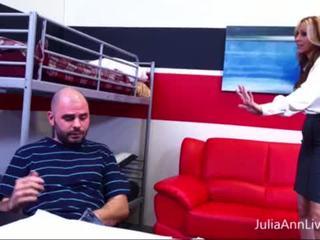 Pirang tutor julia ann fucks nerdy pupil! <span class=duration>- 6 min</span>