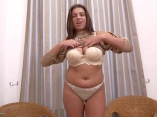 Home Alone Mature Mom with Nice Tits and Ass: Free Porn e8