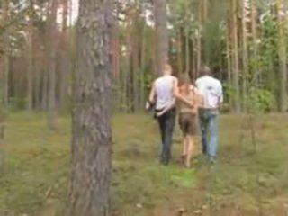 業餘 拉脫維亞 三人行 在 該 森林
