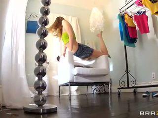 Liels porno gandrīz nejaukas youngster