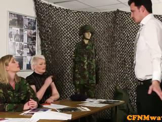 Женска доминация армия милф holly kiss tugs новобранец