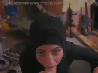 Hijab सकिंग डीपथ्रोट और कमशॉट ओवर उसकी फेस: पॉर्न 7d
