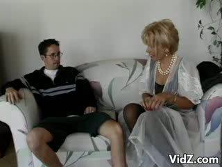 Abuelita zorra zarina gets trasero follada por dork