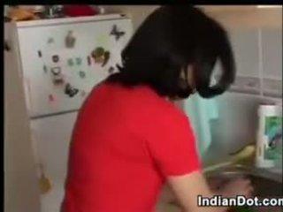 Indiane grua dhe të saj i eksituar me lesh bashkëshort