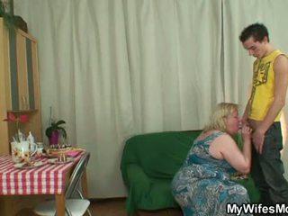 Apaļas māte inlaw lures viņam stāšanās sekss