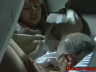 जपानीस मेच्यूर मिल्फ gets oralsex