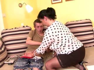 Tabu posh läkkäämpi äiti vietellä nuori poika, porno b5