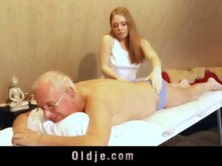Vana mees fucks noor blond masseuse cums sisse tema suu <span class=duration>- 6 min</span>