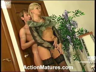 Agatha a rolf zlý mamma vnútri akcie