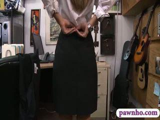 Card dealer pawns لها twat و gets screwed في ال خلف الكواليس