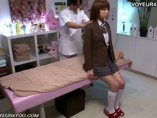 Jaapani teismeline kool tüdruk keha massaaž