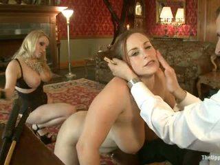 Guest maîtresse aiden starr comes à la upper sol à jouer avec maison slaves