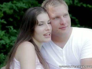 Teeny lovers: romantic เพศสัมพันธ์ ใน the ป่า