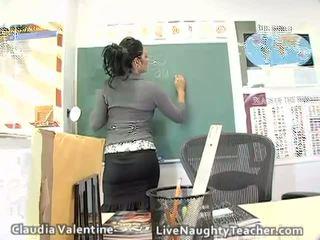 Kuuma ruskeaverikkö opettaja sisään mini hame ja musta alusvaatteet