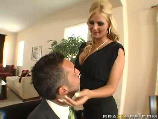 Fantastisk bystiga blondin hustru med stor röv gets idiot toyied med en glas dildon