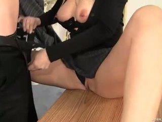 Momen jag skulle vilja knulla basar alana evans sugande kuk i henne kontors