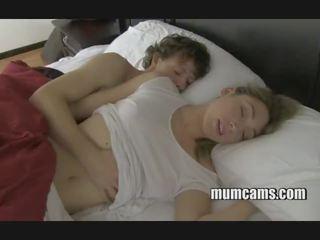 Alvás baszás anya