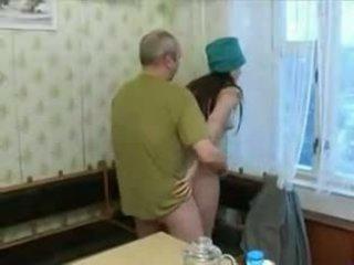 Gorące 19 yo nastolatka screwing an stary człowiek!