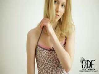Sladko camila strips & seduces