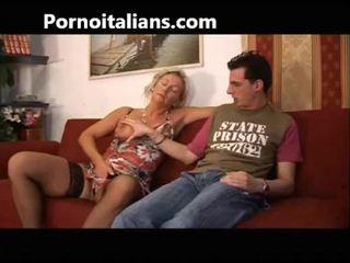 Italia slut fucks mom with son - mamma italiana troia scopa con figlio italia