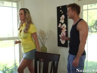 Grand titted blonde mature brandi amour sits onto gardner