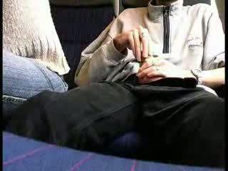 Δημόσιο τρένο τσιμπούκι βίντεο