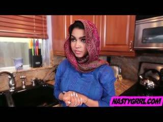 Hijabi tüdruk ada has kuni imema munn ja obey