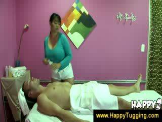 東方的 按摩 masseuse handjobs wanking 催人淚下 灰機 tugging tug 工作 衣女裸體男 大 布布 bigtits bigboobs