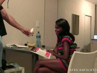 Sekss tūrists picks augšup vājas afrikāņu sekss palaistuve lakisha