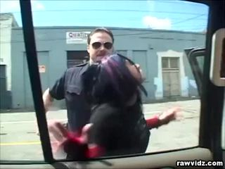 Katrina kraven noķerti līdz uzbudinātas policists