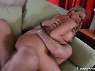 Bigtitted 鄰居, abbey brooks