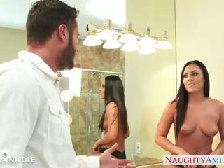 Stockinged babe gianna nicole neuken in bath