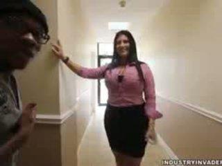 bruneta, velká prsa, interracial