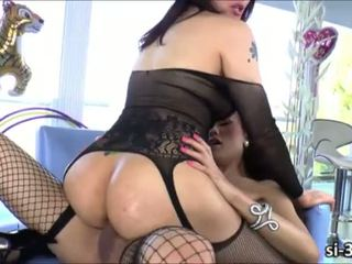 Filipina tranny beauty Eva Lin fucked by shemale Venus Lux