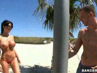 brunete, milzīgs tits, skaistas krūtis