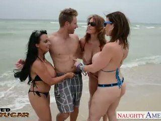 Cougars charlee chase, holly halston și sara jay futand o norocos armasar