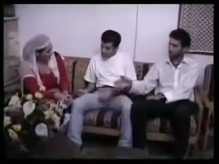 アラビアン muslim 熟女 gangbanged で グループ セックス バイ 2 小 アジアの semitic dicks