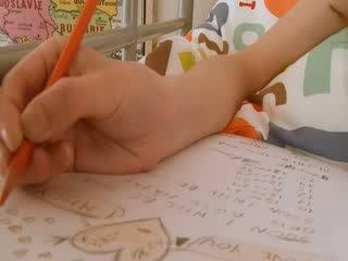 Rumaja murid wedok doing hole homework