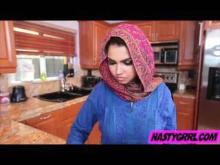 Hijabi tyttö ada has kohteeseen imaista mulkku ja obey