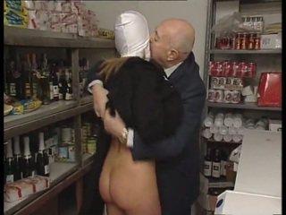 Mníška & špinavé starý človek. nie sex