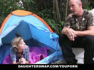Daughterswap- horký dospívající daughters fucked outdoors podle tatínky