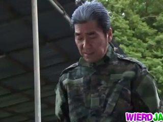 Wierd japán: japán bevállalós anyuka got tied fel és tortured meztelen
