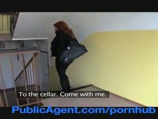 Publicagent casada pelirroja does anal en la cellar