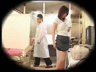 Експлоатиран от тя gynecologist