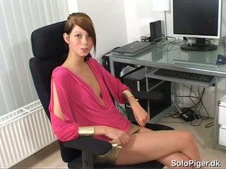 брюнетка, млад, мастурбиране