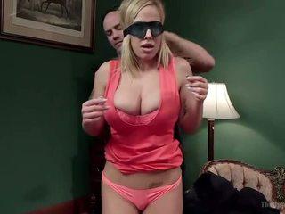 Belle mère et fille offre disobedient holes - porno vidéo 401