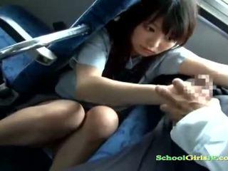 女子生徒 ベイブ getting 彼女の 口 ファック 吸い a guy オフ