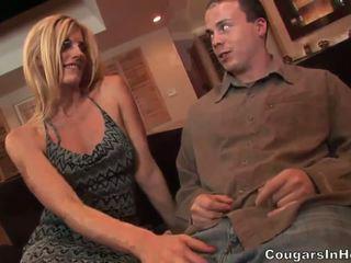 Slutty blondine hoe gives fantastisch pijpen